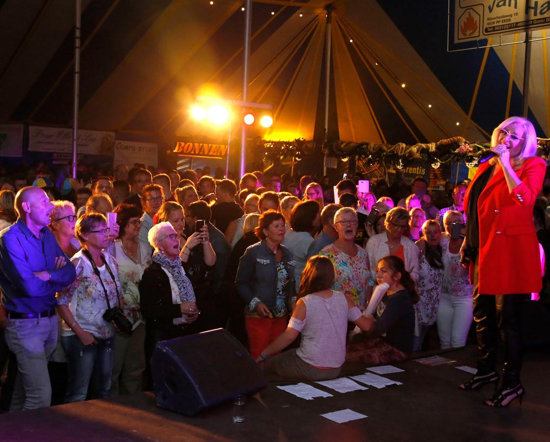Corry Konings trad in 2017 op tijdens het Djeeds Schlagerfestival.