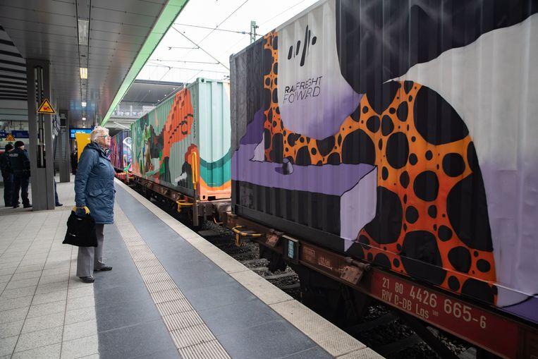 Rijdend kunstwerk 'Noah's Train' bijna in Brussel ...