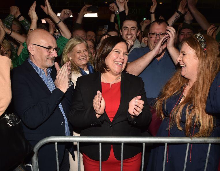 Mary Lou McDonald, leider van Sinn Fein viert alvast de overwinning.  Beeld Getty Images
