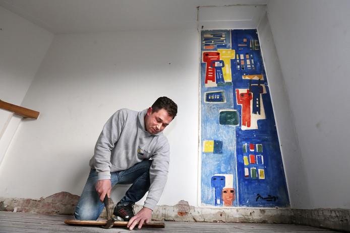 Aannemer Marc Riebroek haalde bij de verbouwing de Nanninga tevoorschijn.