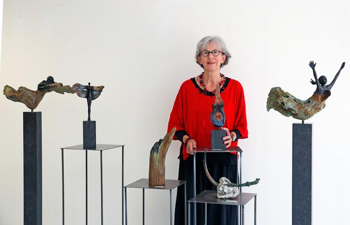 Kunstenares Lenie van Well stopt er na 45 jaar mee.