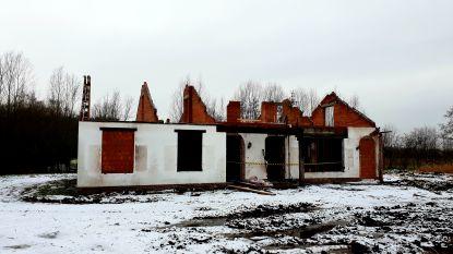 Geen vergunning, wel werken aan bouw afkickcentrum