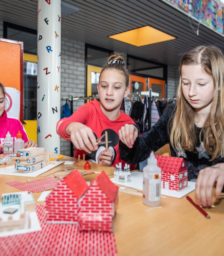 De Leeuwerik in Lewedorp is druk met het dorpsjubileum