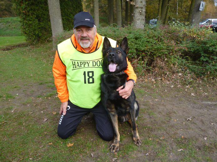 Huub Wesseling uit Lisse nam met de 3-jarige Duitse herder Sepp deel aan de VDH interlandwedstrijd Nederland Belgie.