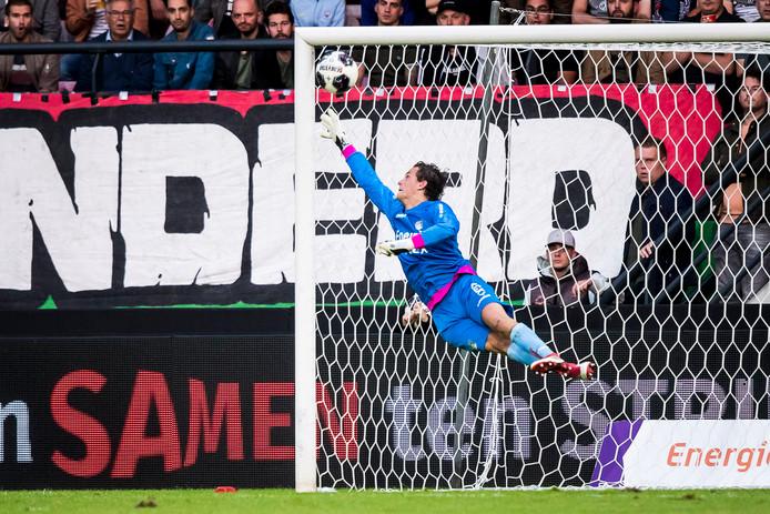 Norbert Alblas tikte bij zijn debuut voor NEC tegen FC Dordrecht een vrije trap knap uit de kruising.