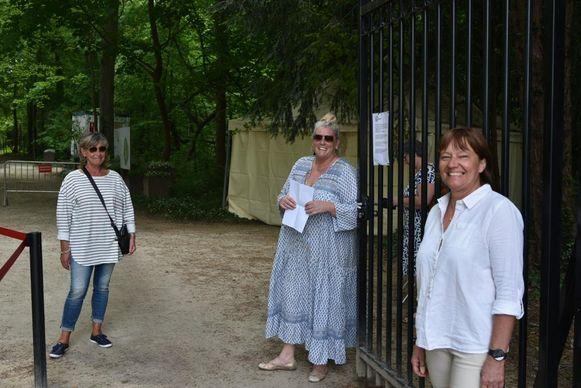 Bezoekers op dag één van heropening Plantentuin Meise - rechts op de foto Axelle