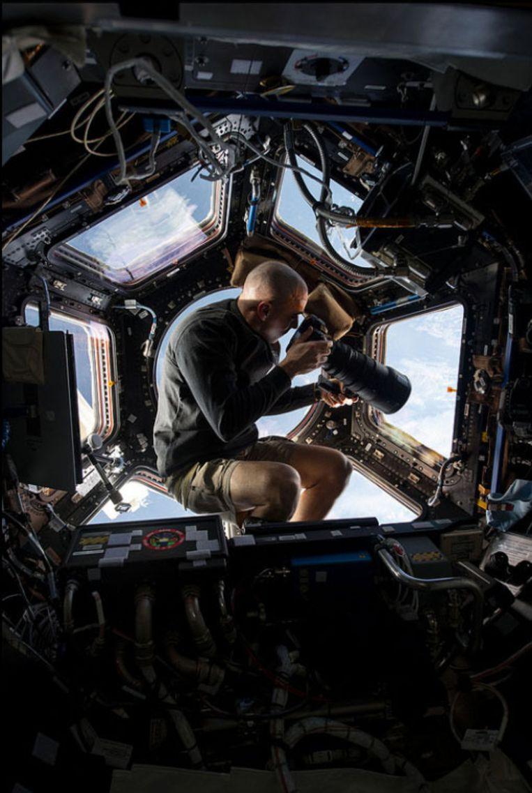 Fotograaf in de ruimte. Beeld NASA