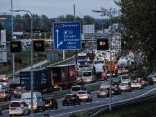 Flinke files rondom Arnhem door ongeluk A12