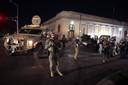 Politie arresteert burgers in Kenosha na het ingaan van de avondklok eind vorige maand.