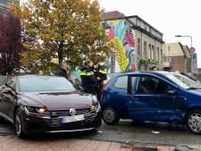 Auto slipt in bocht Apeldoornsestraat: bestuurder raakt gewond