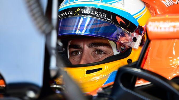 """Alonso: """"Beslis pas over toekomst als McLaren beslissing neemt over motor"""""""