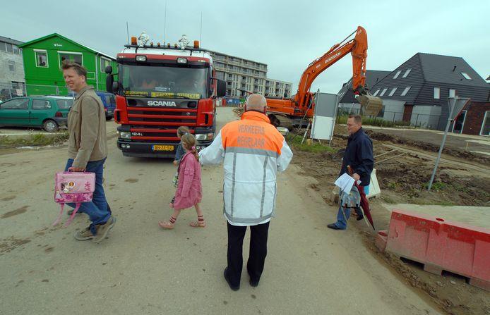 Twaalf jaar geleden stonden er ook al verkeersregelaars van Van Amerongen bij de scholen.