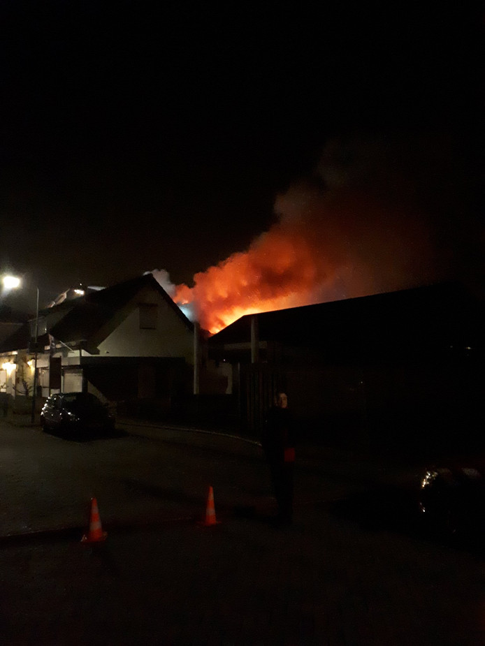 Grote brand in Velddriel zondagochtend.