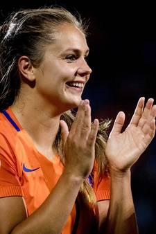 Oranjevrouwen naar kwartfinale op uitverkochte Vijverberg