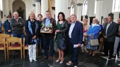 Uitbater autoscooter gehuldigd voor 50ste bezoek aan kermis Ursel