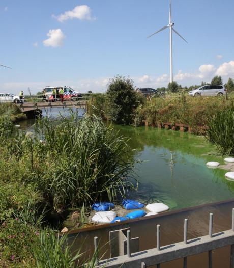 Politie houdt verdachten dumpen van 140 vaten drugsafval in Roosendaalse Vliet aan