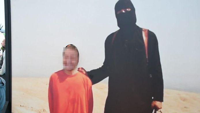Bezoekers kunnen op de foto met een IS-strijder in Enschede