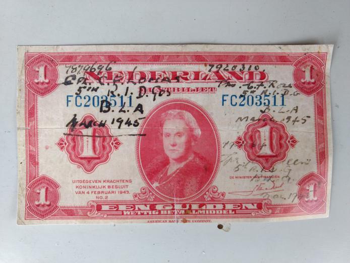 Het door Lomas gesigneerde bankbiljet dat ervoor zorgde dat er recent contact kon worden gelegd met zijn familie.