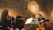 Studenten kunsthogeschool spelen in oratorium