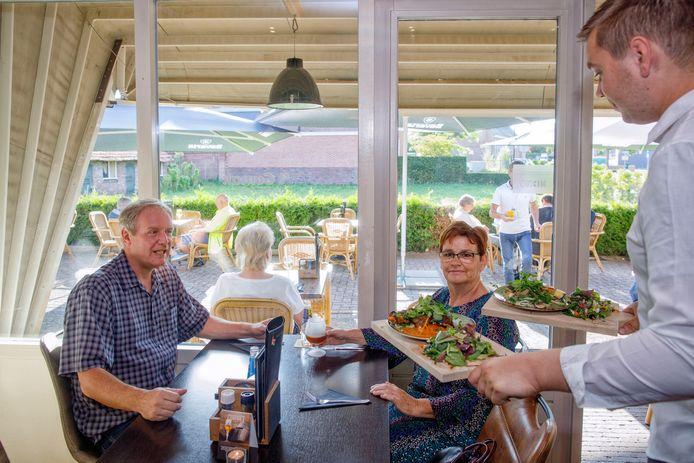 't Gemak in Haaren heeft een terras, twee feestzalen, een bruine kroeg én een eetcafé.