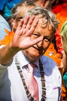 Morgen staande ovatie bij woning Van der Laan: 'Zijn vaarwel hakt er zó in'