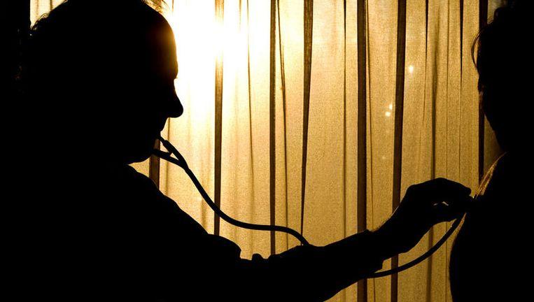 Onderzoeker Van der Voort vindt het 'een misplaatst idee' dat de huisarts zich niet met het leven van zijn patiënten mag bemoeien. Foto ANP Beeld
