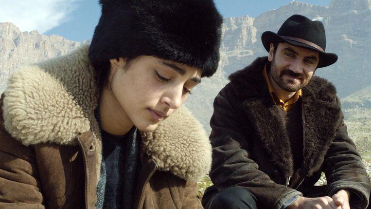 Golshifteh Farahani en Korkmaz Arslan in My Sweet Pepper Land (Hiner Saleem, 2013). Beeld