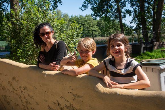 Yelle uit Gent met zoontje Mo en zijn coronabuddy Dalia.