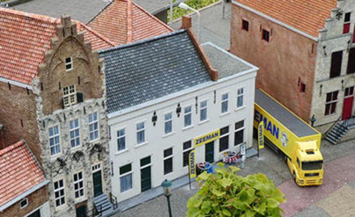 Het pand Prins Hendrikstraat 159 in Alphen waar Zeeman is begonnen staat ook in Madurodam.