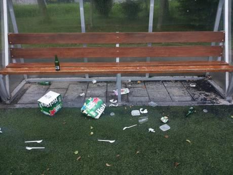 Tieners  'teut' op het sportterrein,FC Binnenmaas is het zat