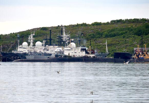 Recente foto's van een niet geïdentificeerde onderzeeër in Severomorsk.