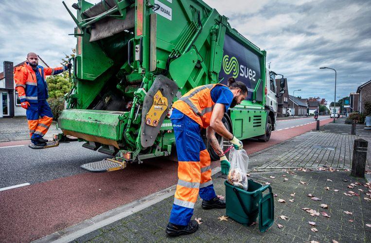 Keukenafval wordt in de gemeente Horst apart opgehaald bewoners kunnen het afval in kleine containers aanbieden langs de straat.  Beeld null