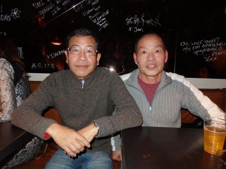 Koks Wang (links) en Yang. Wang kookt bij de Wolvenstraat vanaf het allereerste begin. Iedereen noemt hem trouwens Iwan Beeld Schuim