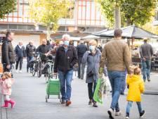 Meeste Hengeloërs houden mondkapje in jaszak tijdens shoppen: 'Afstand houden beter'