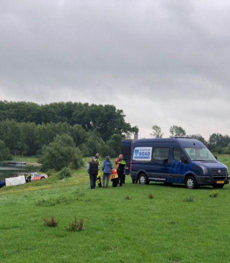 Politie vindt levenloos lichaam in plas bij Giesbeek