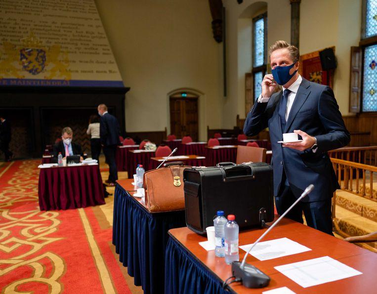 Minister Hugo de Jonge van Volksgezondheid, Welzijn en Sport (CDA) voorafgaand aan het debat in de Eerste Kamer over de coronawet. Beeld ANP