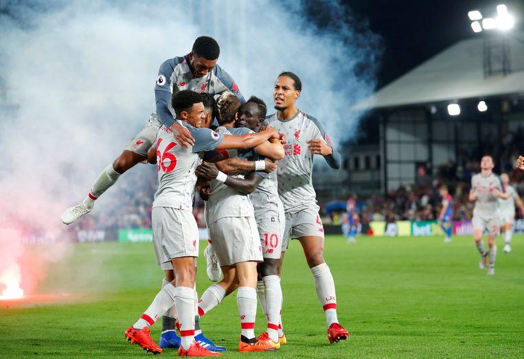 Mane viert het tweede doelpunt van Liverpool met zijn teamgenoten. Beeld REUTERS