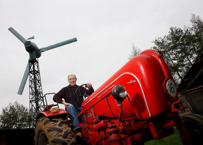 Hier een voorbeeld van een kleine windturbine: boer Jan Kwerreveld  in Dinxperlo heeft er eentje op zijn grond staan.