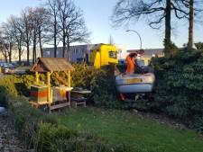 Bewoners Aadorp eisen maatregelen, na ongeluk waarbij auto in tuin belandt