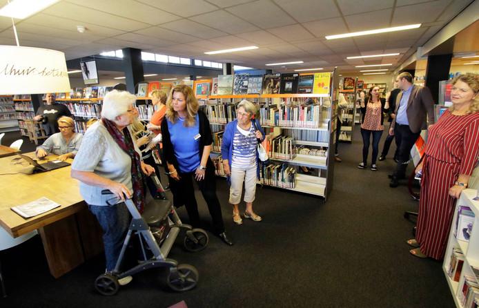 Opening Dementheek , onderdeel van bibliotheek in Nieuwe Nobelaer , hier is allerlei informatie te vinden over dementie foto : Pix4Profs/Gerard van Offeren