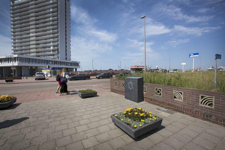 Het Joods monument in Zandvoort. Met de inscriptie: Op deze plaats stond de synagoge die op 4 augustus 1940 / 1 AW 5700 tijdens de Duitse bezetting werd verwoest. Beeld Werry Crone