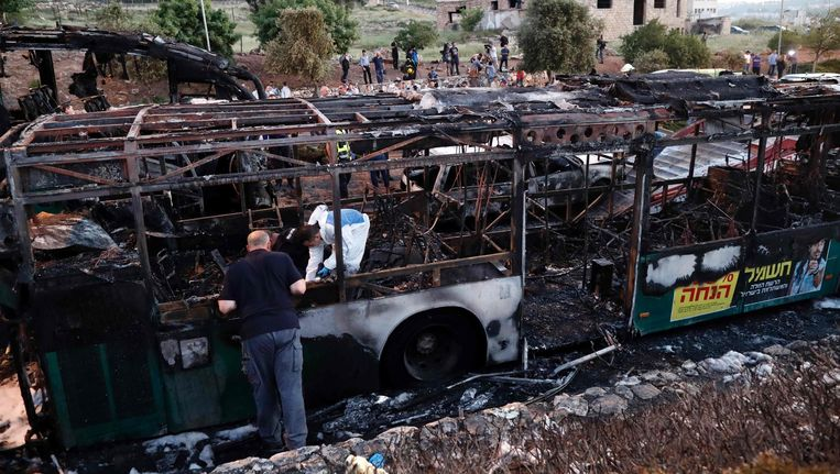 Maandag werd een passagiersbus in Jeruzalem opgeblazen in een bomaanslag. Beeld afp