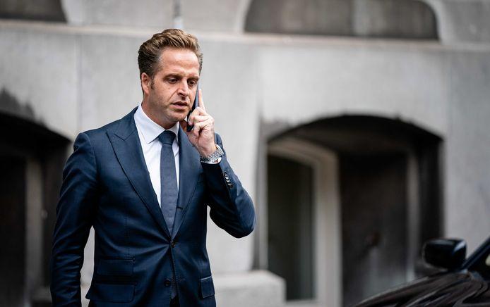 2020-07-03 10:44:42 DEN HAAG - Minister Hugo de Jonge van Volksgezondheid, Welzijn en Sport (CDA) komt aan op het Binnenhof voor de ministerraad. ANP BART MAAT