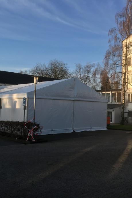 Duitse grensstad Kleef bouwt 'ziekentent' voor patiënten met  coronavirus