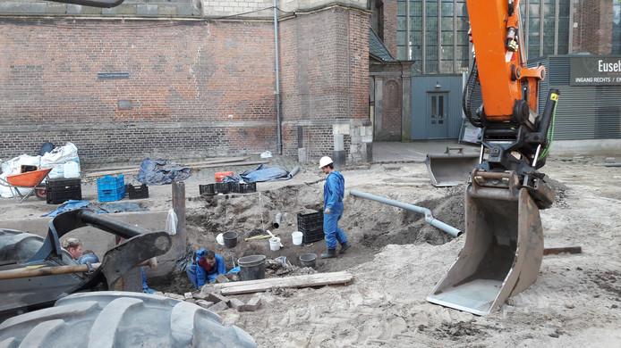 Afrondend archeologisch onderzoek bij de Eusebiuskerk.