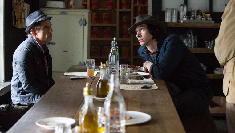 Ben Stiller als Josh en Adam Driver als zijn student Jamie in While We're Young. De twee raken bevriend. Beeld null