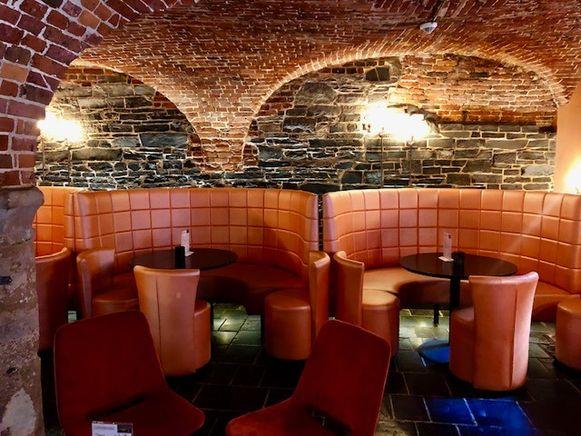 Het sfeervolle interieur van de Champagnekelder.