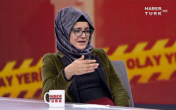 De Turkse Hatice Cengiz tijdens een interview voor de Turkse zender Habertürk TV.