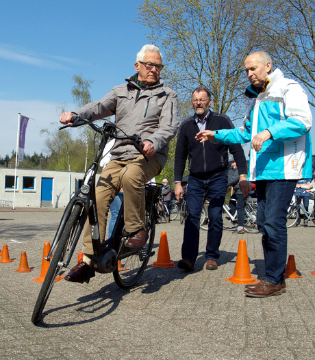 Senioren in Dalfsen volgen eerste e-bike training