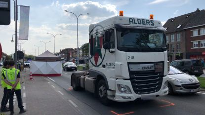 Voetgangster sterft bij aanrijding door vrachtwagen in Genk